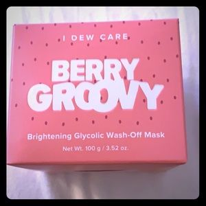 Berry Groovy mask Brand New never used